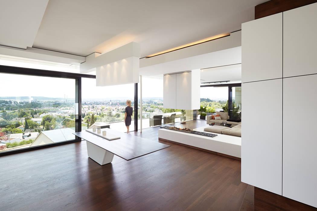 VILLA HOLLYWOOD Moderne Esszimmer von LEE+MIR Modern