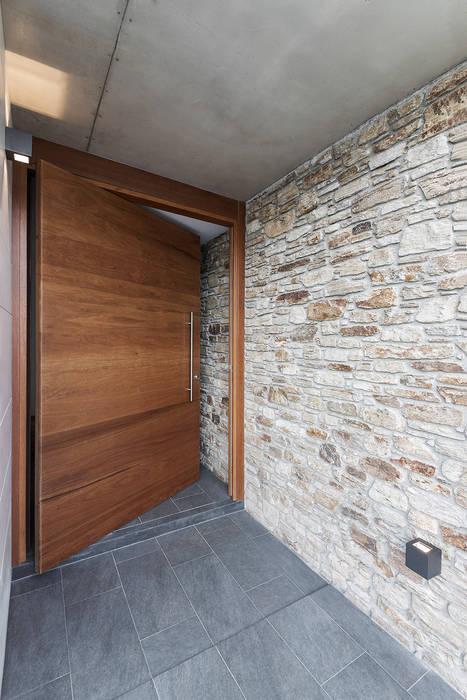 Vivienda en Mugardos de AD+ arquitectura Moderno Madera Acabado en madera