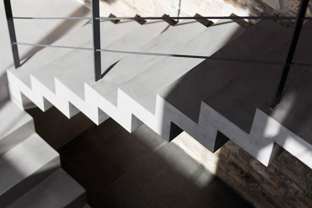 Vivienda en Mugardos AD+ arquitectura Escaleras Hormigón Gris