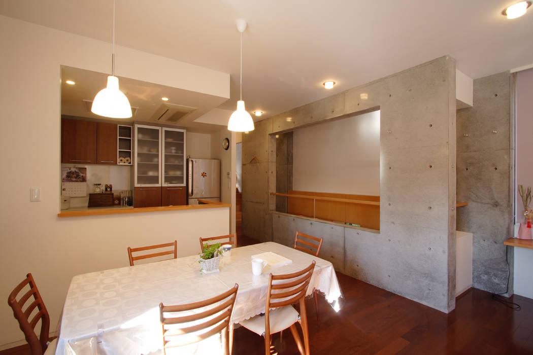 都心の家 N邸 モダンデザインの リビング の 細江英俊建築設計事務所 モダン