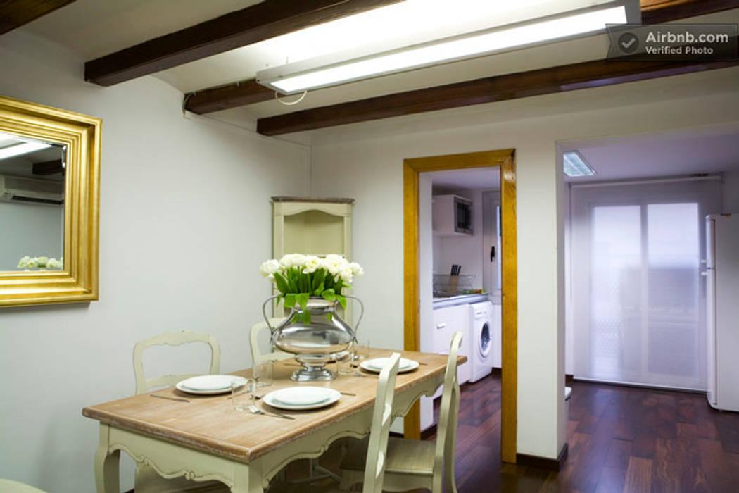 Comedor abierto a la cocina y salón Colonial style dining room by Upper Design by Fernandez Architecture Firm Colonial