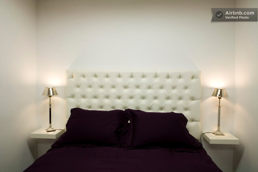 Cama:  Bedroom by Upper Design by Fernandez Architecture Firm