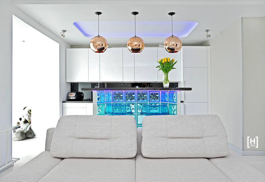Living room by Hunter design, Minimalist Glass