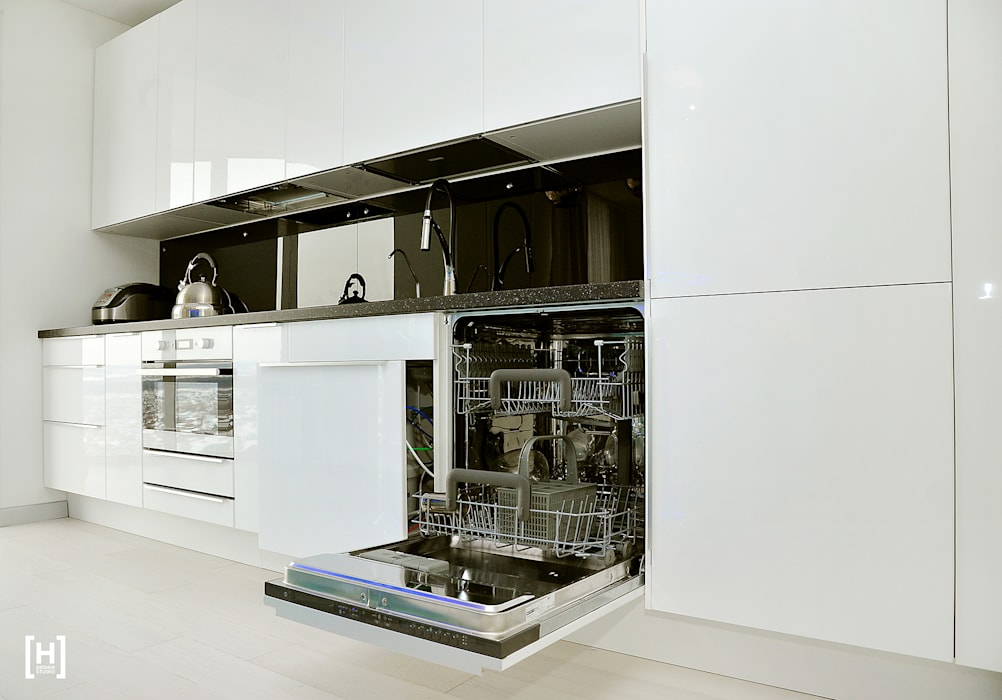 Kitchen by Hunter design, Minimalist Plastic