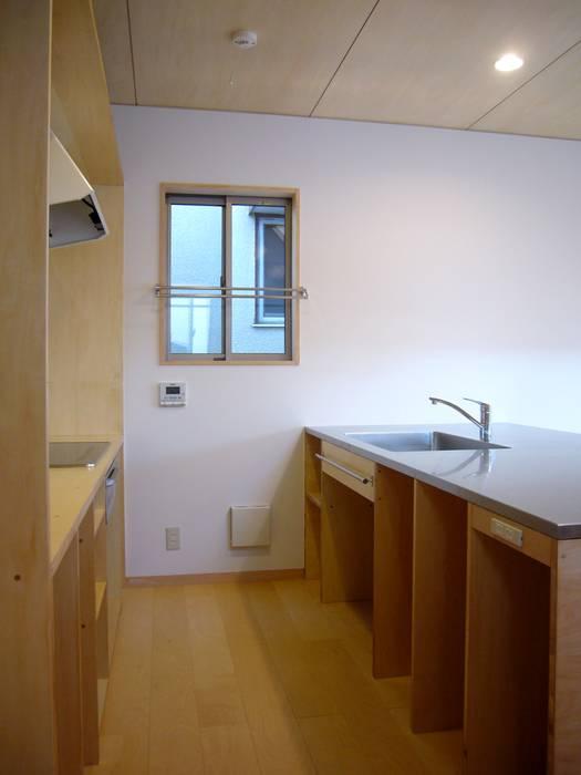 Modern kitchen by 小形徹*小形祐美子 プラス プロスペクトコッテージ 一級建築士事務所 Modern Iron/Steel