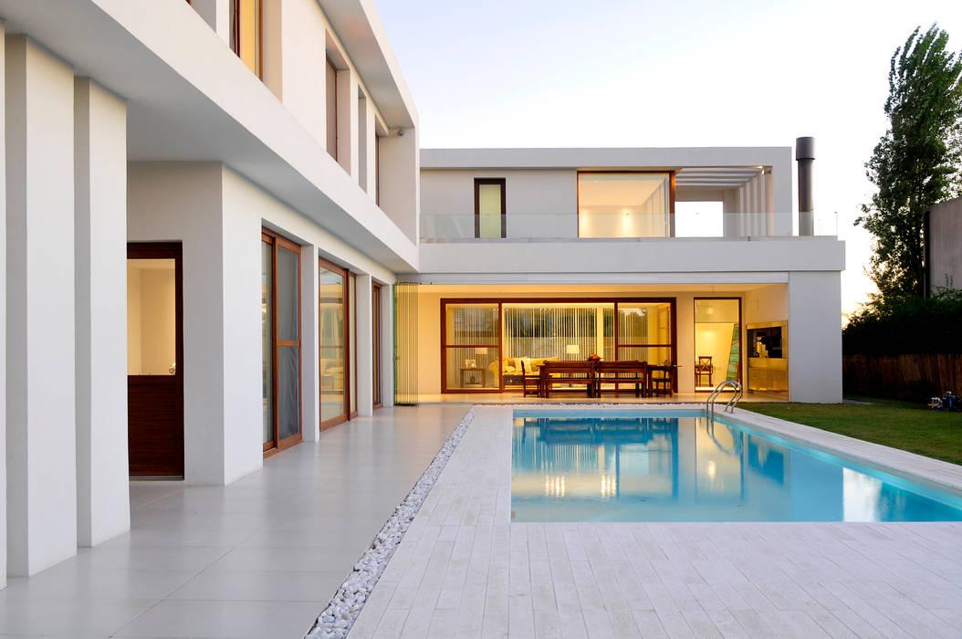 โดย Ramirez Arquitectura มินิมัล เซรามิค