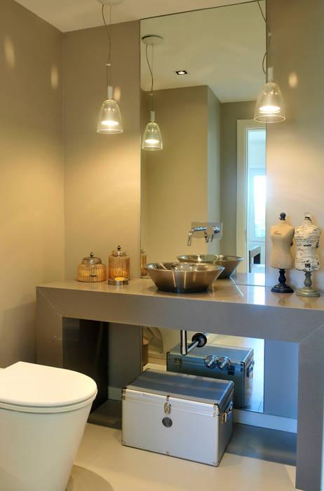 Phòng tắm phong cách hiện đại bởi Ramirez Arquitectura Hiện đại Đá vôi