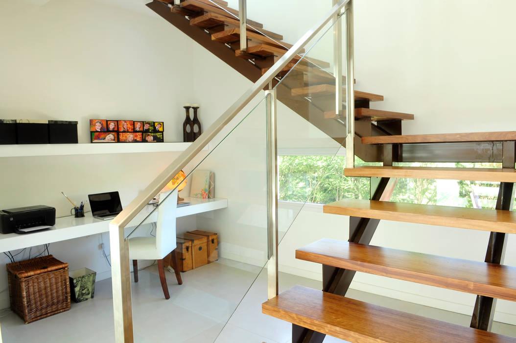 Stair / study Pasillos, vestíbulos y escaleras de estilo moderno de Ramirez Arquitectura Moderno Madera Acabado en madera