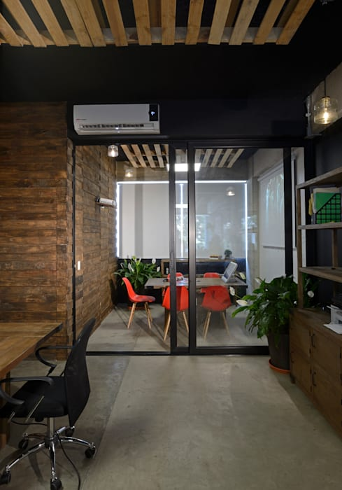 Office buildings by VICTORIA PLASENCIA INTERIORISMO, Eclectic Wood Wood effect