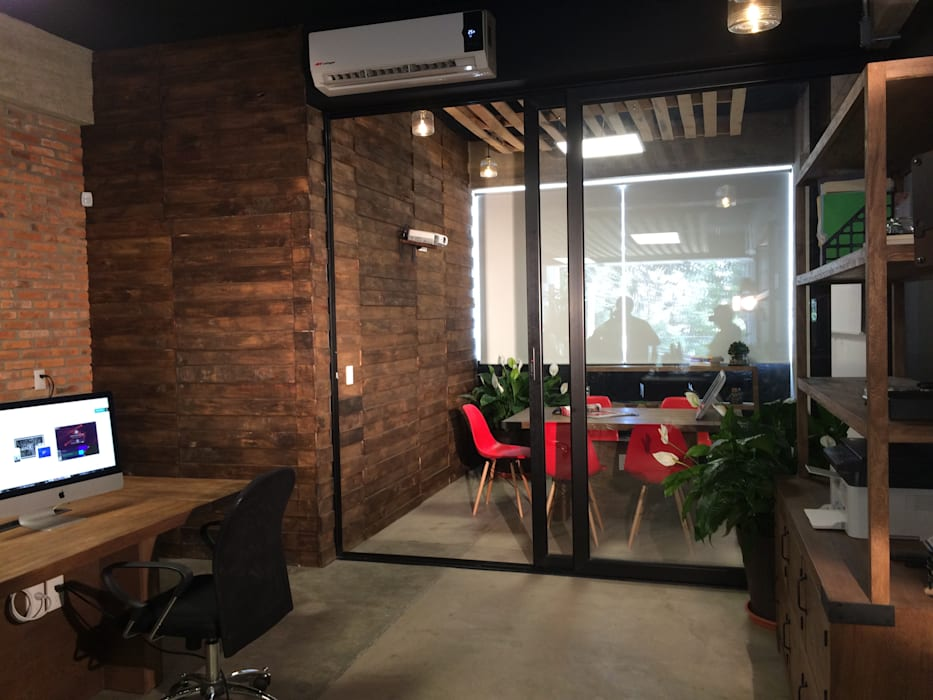 Office buildings by VICTORIA PLASENCIA INTERIORISMO, Rustic Plastic