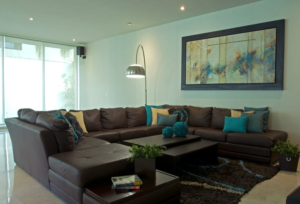 homify Living roomSofas & armchairs Leather Brown