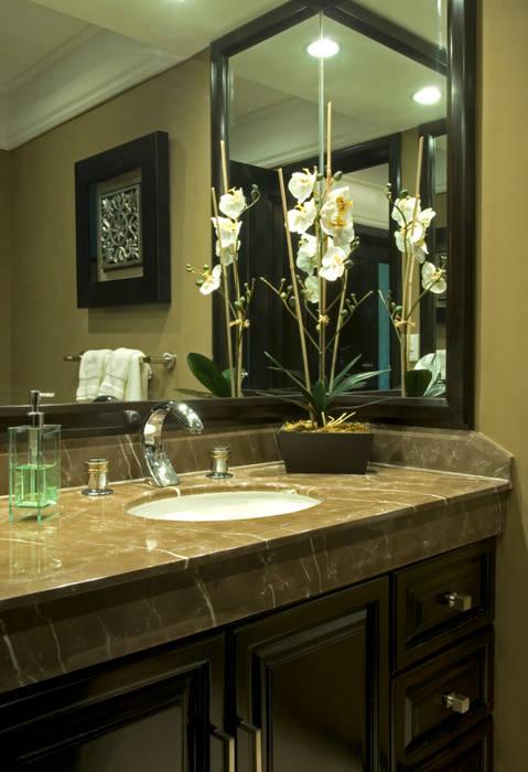 Baño: Baños de estilo  por VICTORIA PLASENCIA INTERIORISMO, Clásico Mármol
