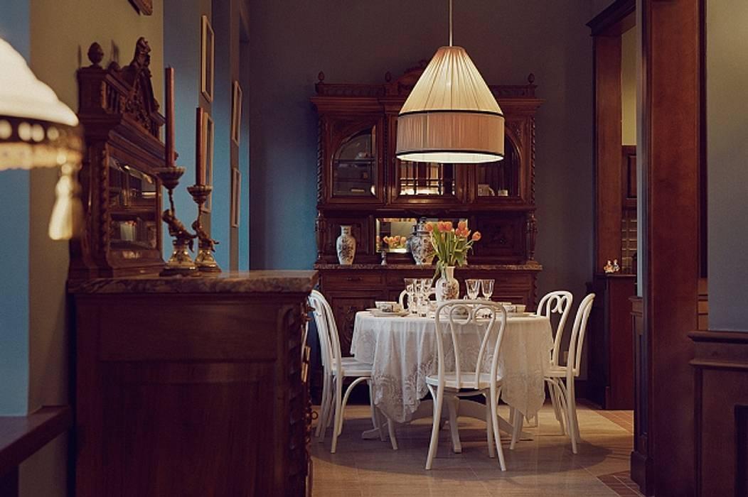Квартира для ценителей петербургского стиля Столовая комната в классическом стиле от Студия братьев Жилиных Классический