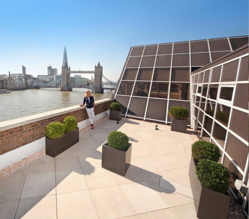 Roof terrace overlooking the River Thames PrimaPorcelain Mediterranean style balcony, porch & terrace Porcelain