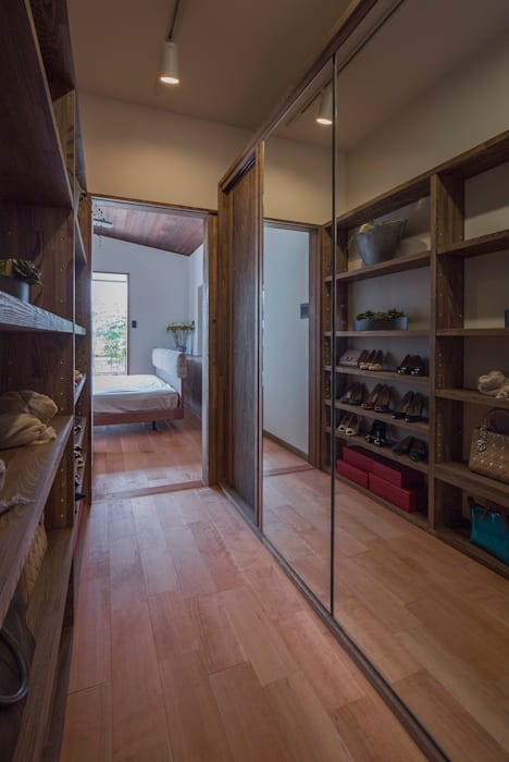 Eclectic style dressing rooms by 空間設計室/kukanarchi Eclectic