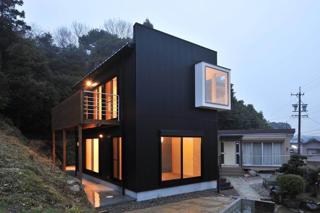 外観 若山建築設計事務所 オリジナルな 家 金属 黒色