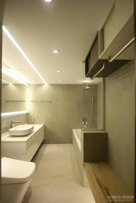 네 가족이 사는 심플모던스타일의 집_48py 모던스타일 욕실 by 홍예디자인 모던
