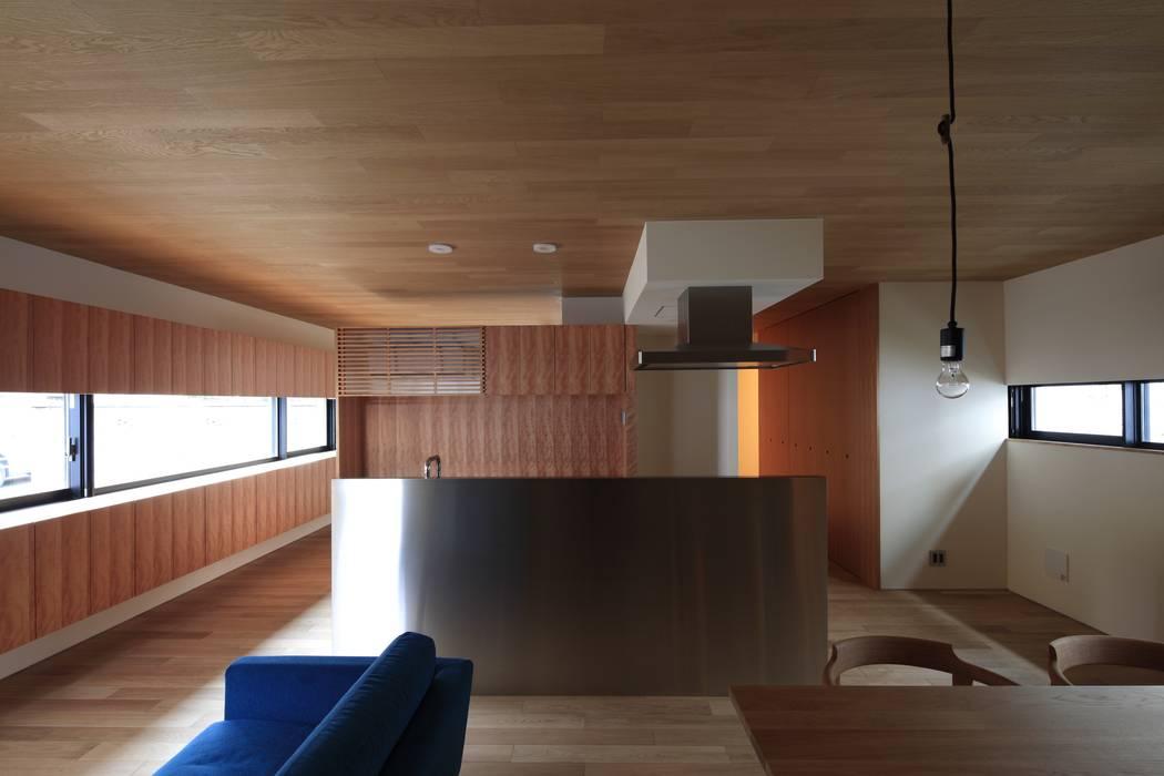 まぁるい引き手のある家 モダンな キッチン の 有限会社Kaデザイン モダン