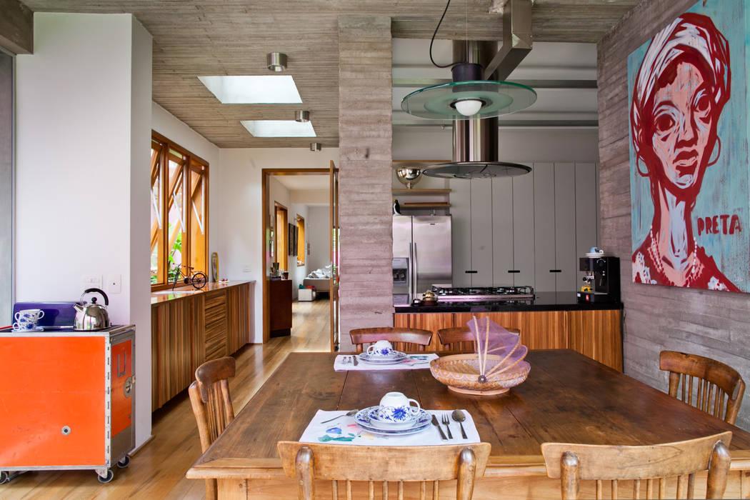 Modern dining room by Estúdio Paulo Alves Modern