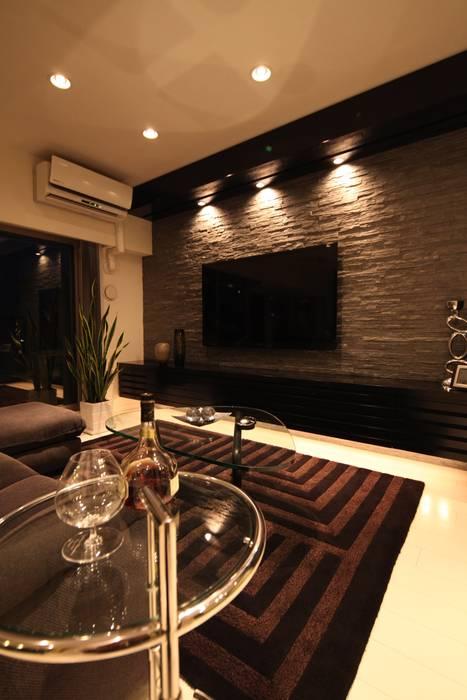 Moderne Wohnzimmer von 株式会社Juju INTERIOR DESIGNS Modern Holz Holznachbildung