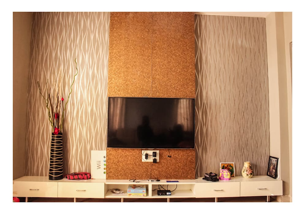 Multimedia room by Happy Homes Designers,