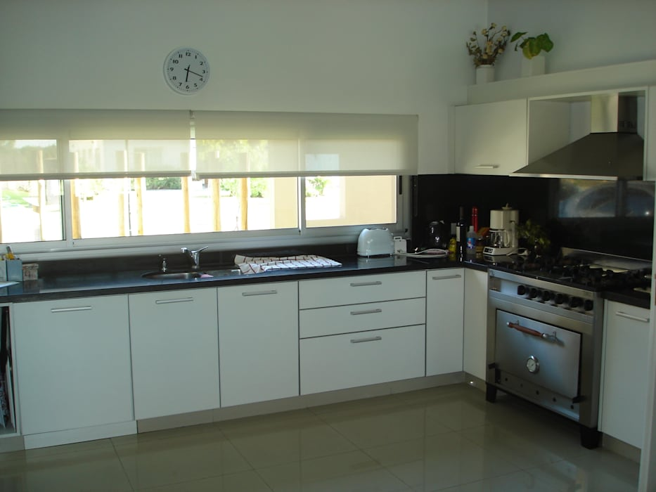 Cocina integrada: Cocinas de estilo  por Fainzilber Arqts.