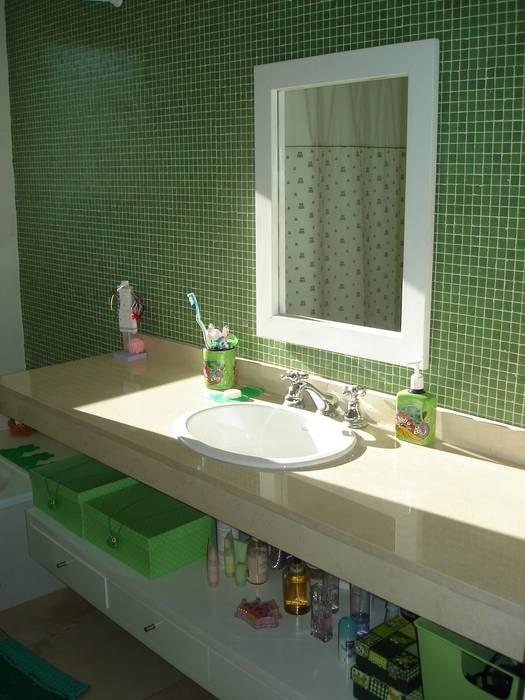 Baño hijos: Baños de estilo rústico por Fainzilber Arqts.