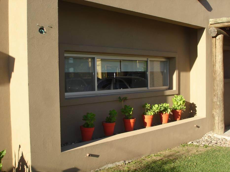 Ventana cocina al frente Casas rústicas de Fainzilber Arqts. Rústico