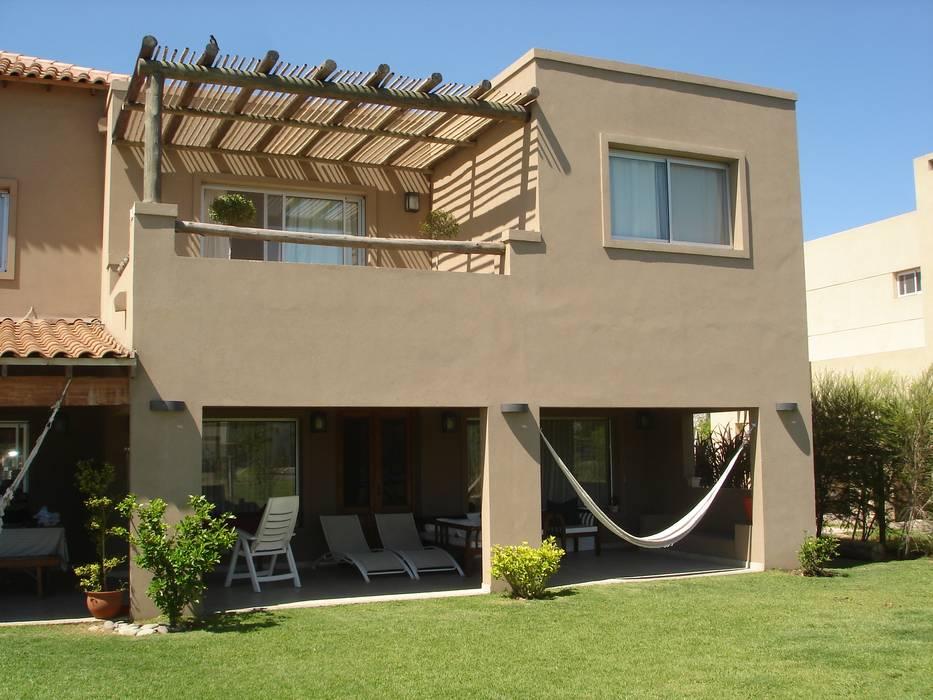 Casas de estilo  por Fainzilber Arqts.,