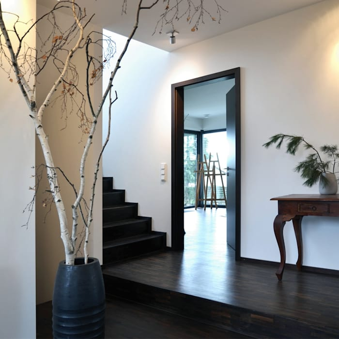 Einfamilienhaus im Bauhausstil Plusenergiehaus   p Erlangen/Nürnberg Moderner Flur, Diele & Treppenhaus von BUCHER   HÜTTINGER - ARCHITEKTUR INNEN ARCHITEKTUR Modern Holz Holznachbildung