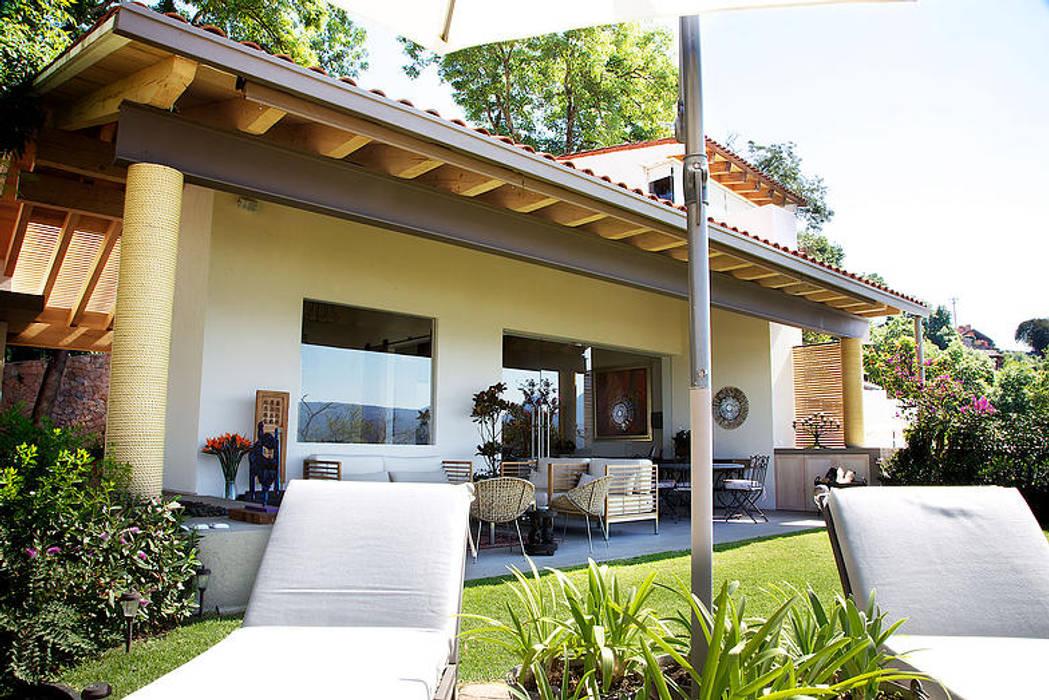 Casa Horizonte 9 Balcones y terrazas de estilo ecléctico de Mayúscula Arquitectos Ecléctico