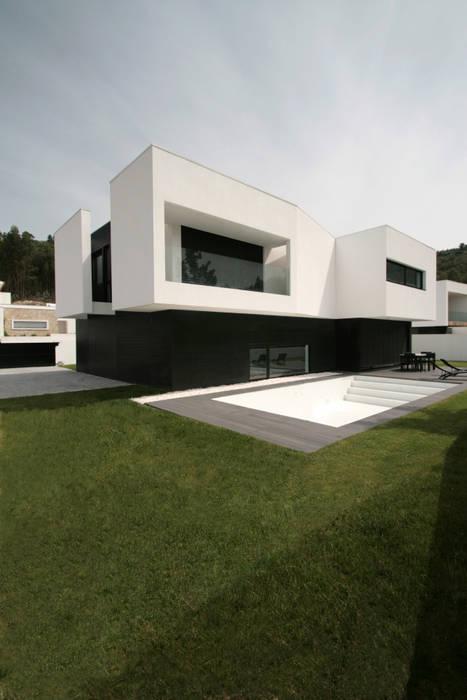STL_02: Casas  por TRAMA arquitetos,