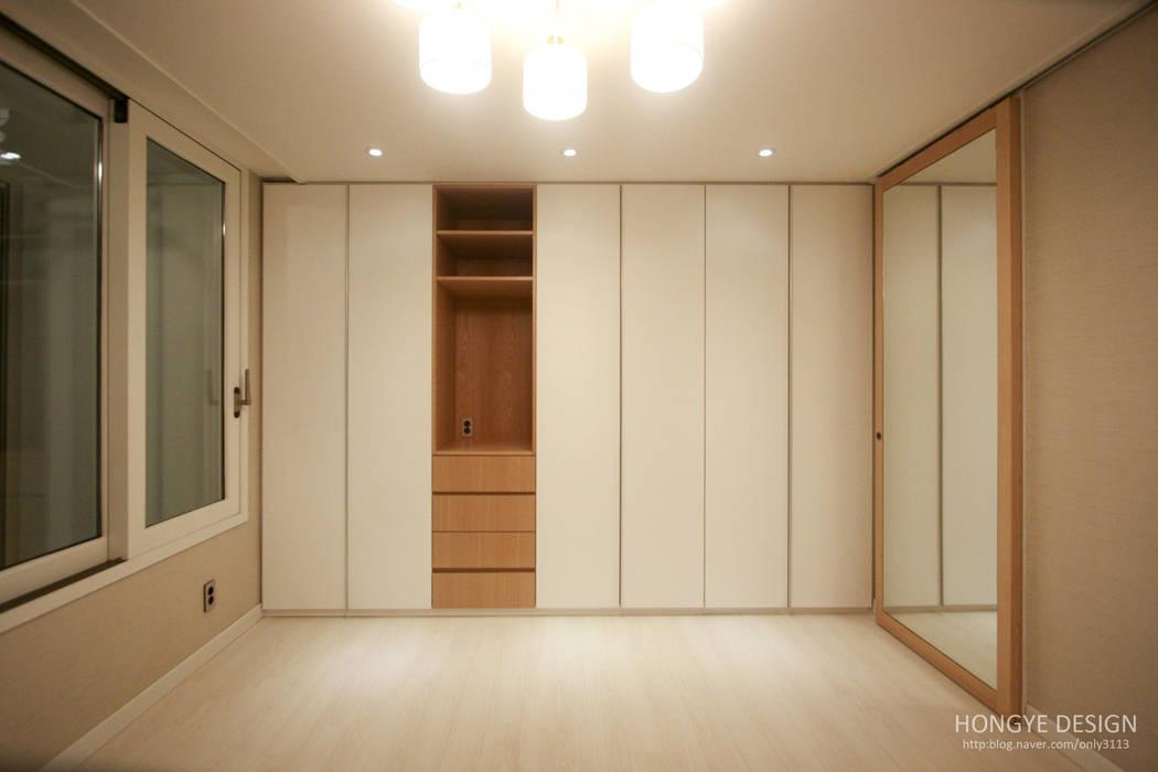 Dormitorios de estilo  de 홍예디자인, Moderno