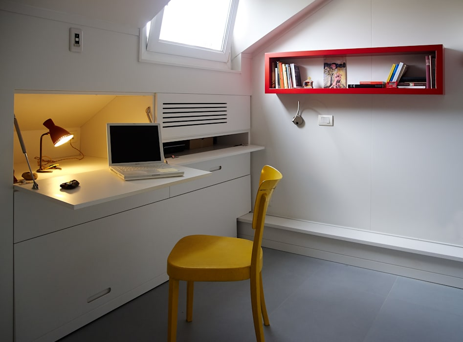 Modern Study Room and Home Office by in&outsidesign Modern