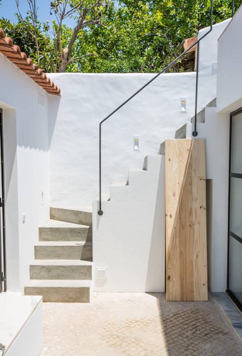 Casa do Largo Varandas, marquises e terraços modernos por homify Moderno