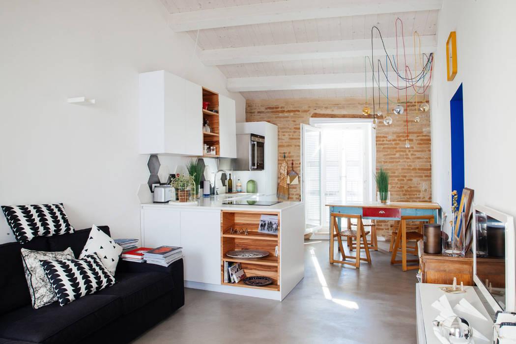 Ossigeno Architettura Salas de estilo mediterraneo