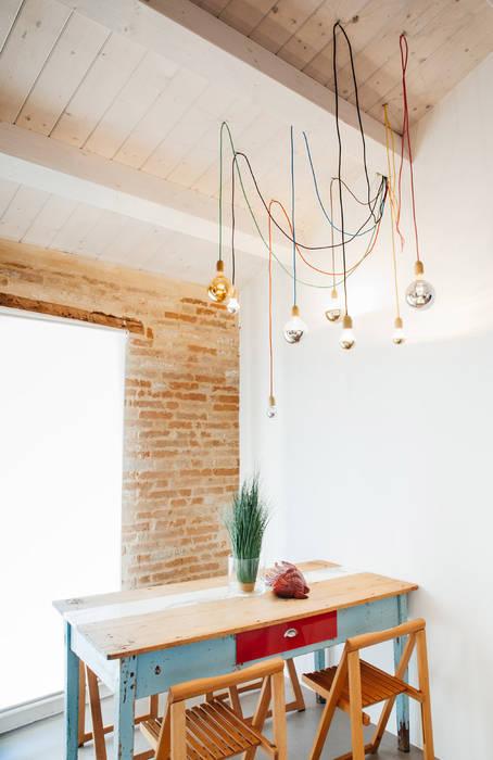 Casa Vitelli Sala da pranzo in stile mediterraneo di Ossigeno Architettura Mediterraneo