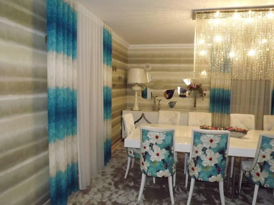 Cortinas e papel de parede: Salas de jantar  por Andreia Louraço - Designer de Interiores (Contacto: atelier.andreialouraco@gmail.com)