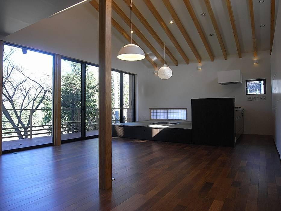 リビング・ダイニング: Unico design一級建築士事務所が手掛けたリビングです。
