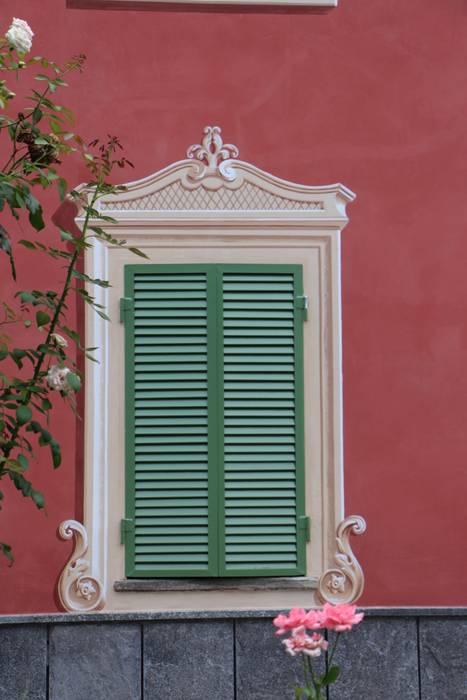 Facciata decorata: Case in stile in stile Classico di Colori nel Tempo - decorazioni pittoriche