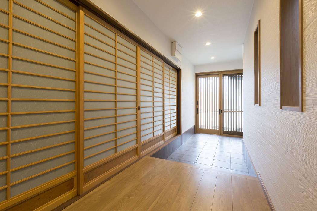 改装後 - AFTER: 株式会社 鳴尾工務店が手掛けた廊下 & 玄関です。,和風
