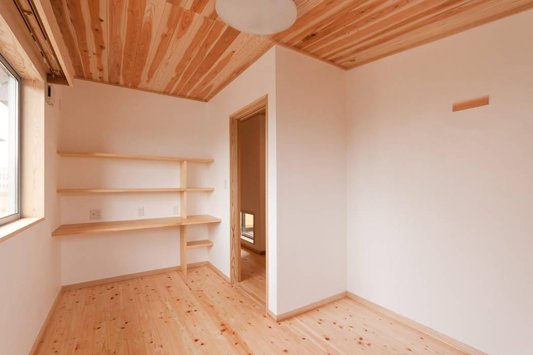 自然素材が息づく家 オリジナルデザインの 多目的室 の 有限会社 宮本建築アトリエ オリジナル