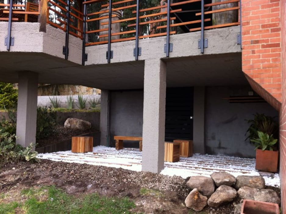 Balcon, Veranda & Terrasse minimalistes par Vertice Oficina de Arquitectura Minimaliste Pierre