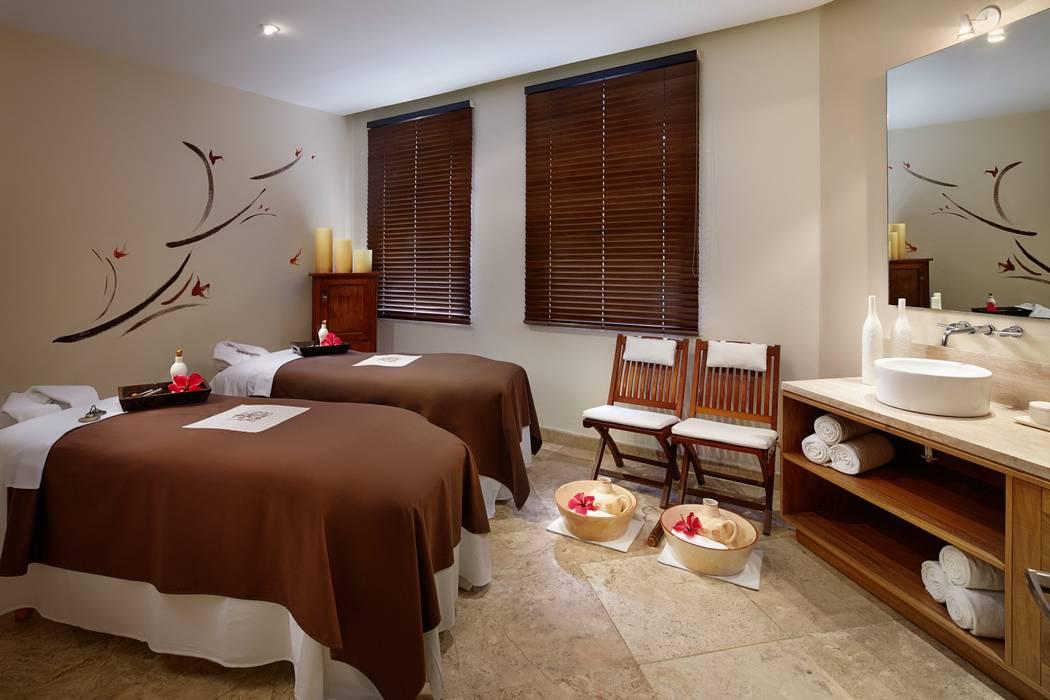 Cabinas de masaje Spa eclécticos de MC Design Ecléctico Madera maciza Multicolor