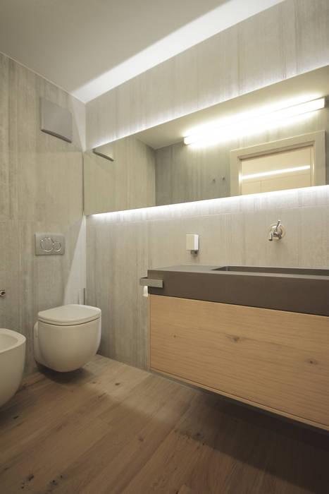 Bathroom by luigi bello architetto, Modern