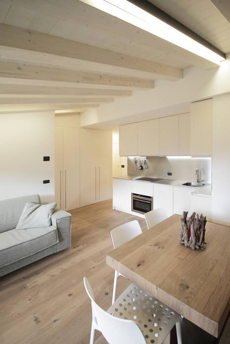 Salones de estilo  de luigi bello architetto, Moderno