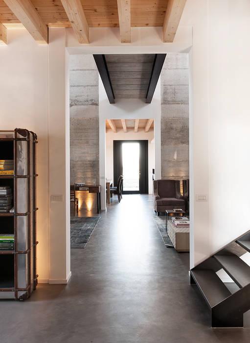Pasillos, vestíbulos y escaleras industriales de BRANDO concept Industrial