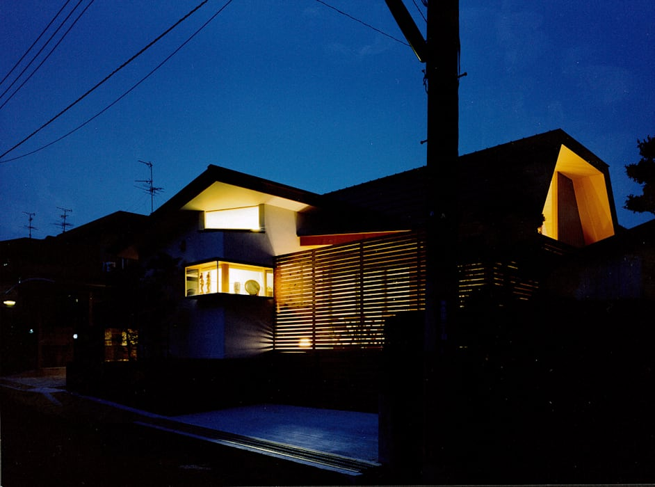 南側外観夜景: 河原泰建築研究室が手掛けた折衷的なです。,オリジナル