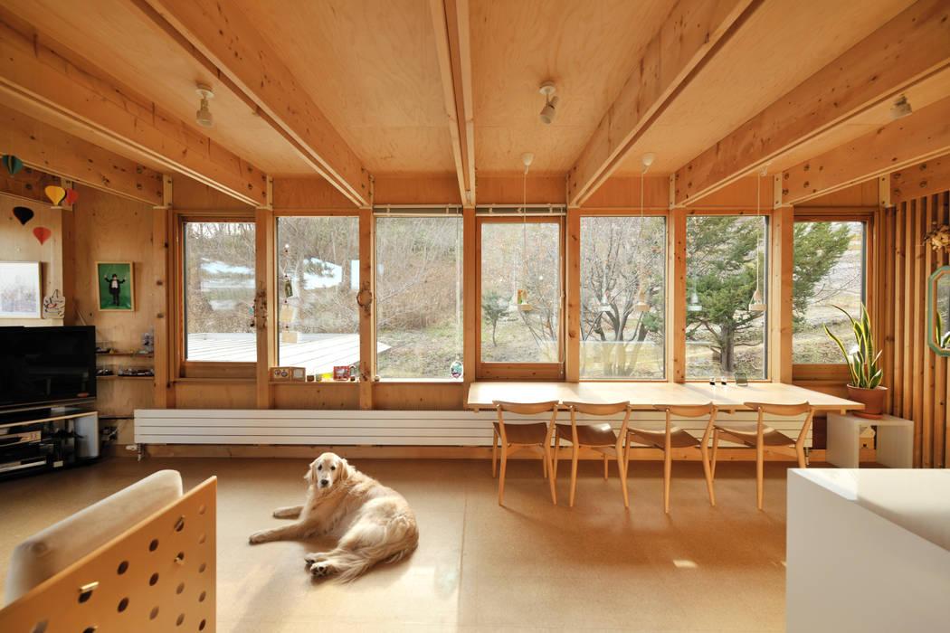 Ruang Keluarga Gaya Skandinavia Oleh ホリゾン アーキテクツ Skandinavia