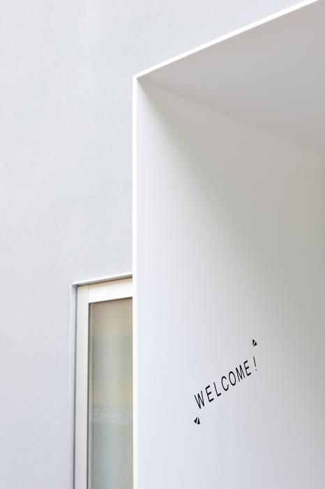 現代風玄關、走廊與階梯 根據 carve.建築設計 現代風